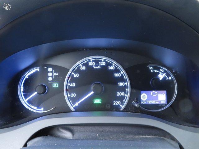 Lexus CT 17