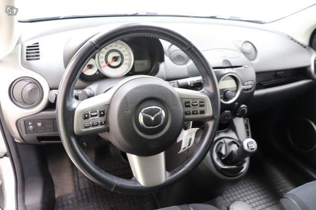 Mazda 2 4