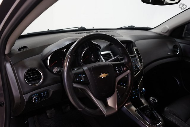 Chevrolet Cruze 8