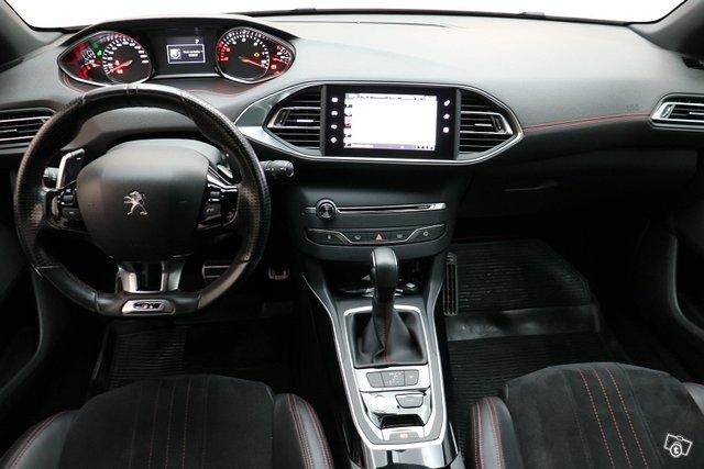 Peugeot 308 8