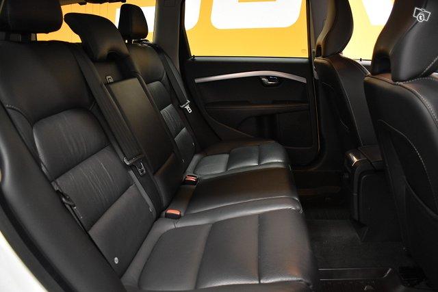 Volvo XC70 9