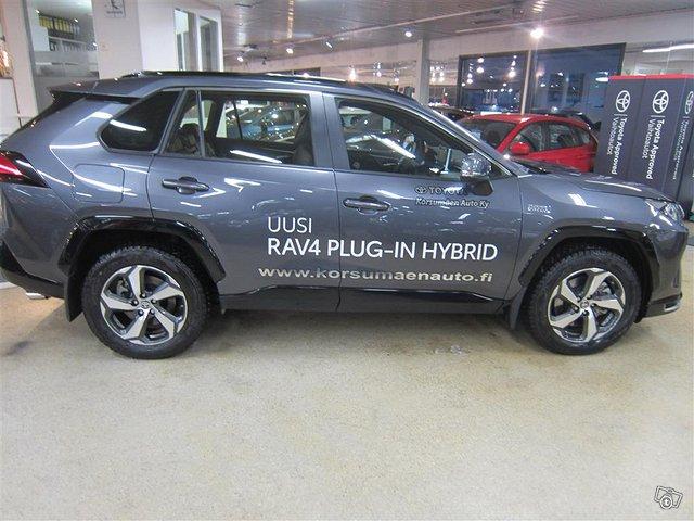 Toyota RAV4 Plug-in 3