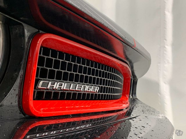 Dodge Challenger 19