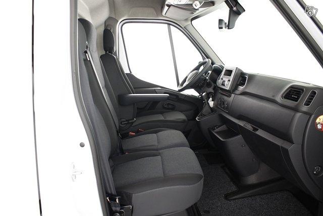 Nissan NV400 11