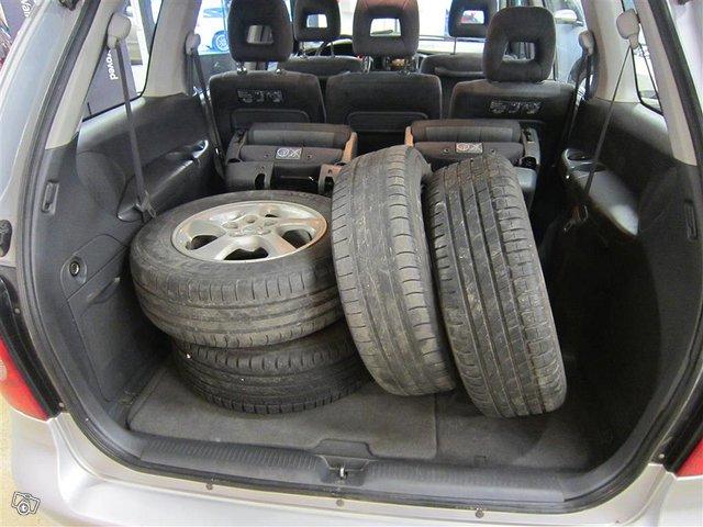 Mazda MPV 15