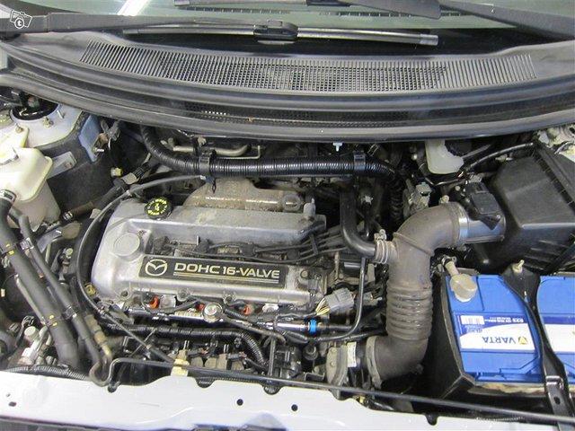 Mazda MPV 16