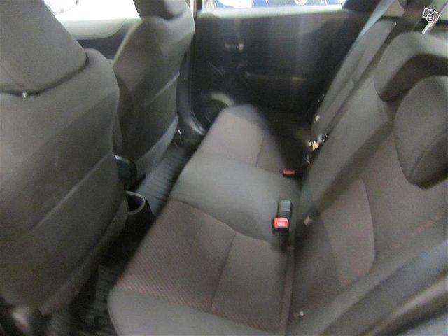 Toyota Yaris 9