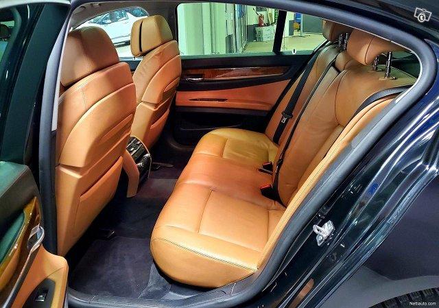 BMW 740 9