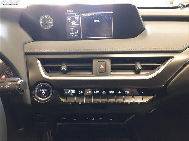 Lexus UX 11
