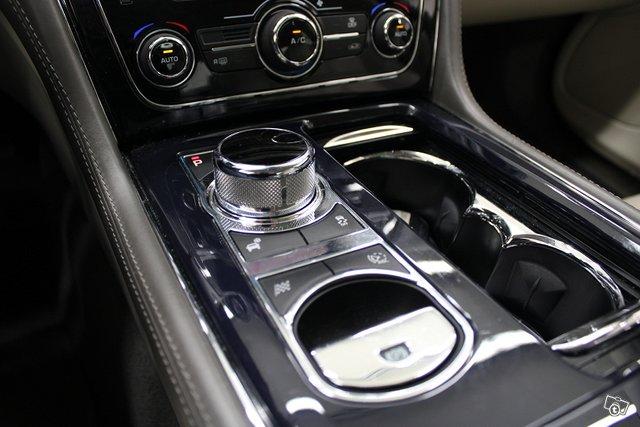 Jaguar XJ 21