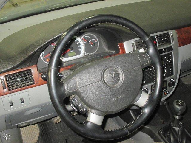 GM Daewoo Nubira 4