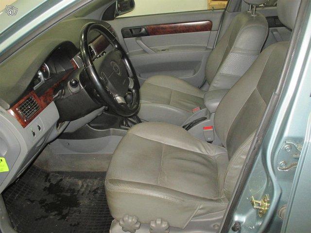 GM Daewoo Nubira 5