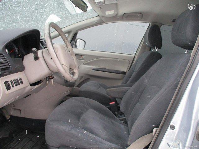 Mitsubishi Grandis 12
