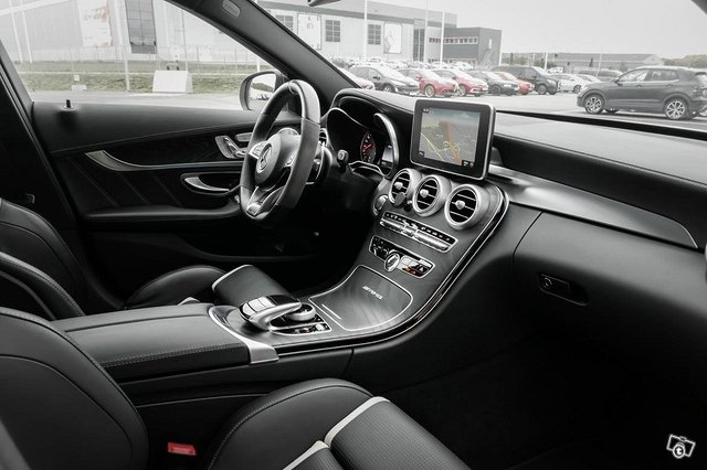 Mercedes-Benz C 63 AMG 6