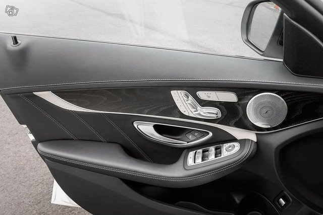 Mercedes-Benz C 63 AMG 13