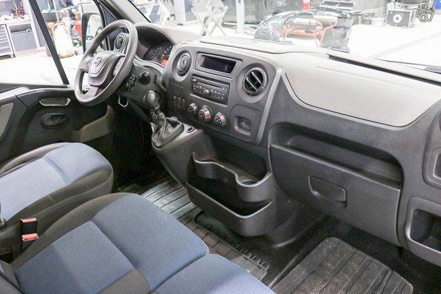 Nissan NV400 8
