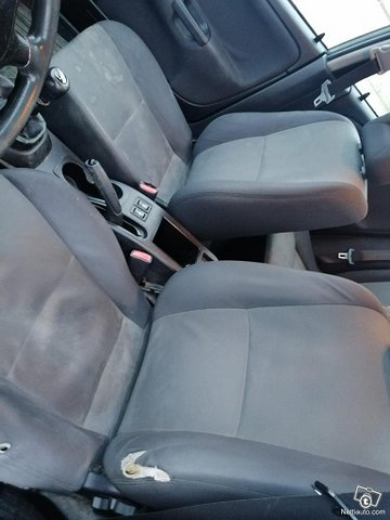 Mitsubishi Carisma 6