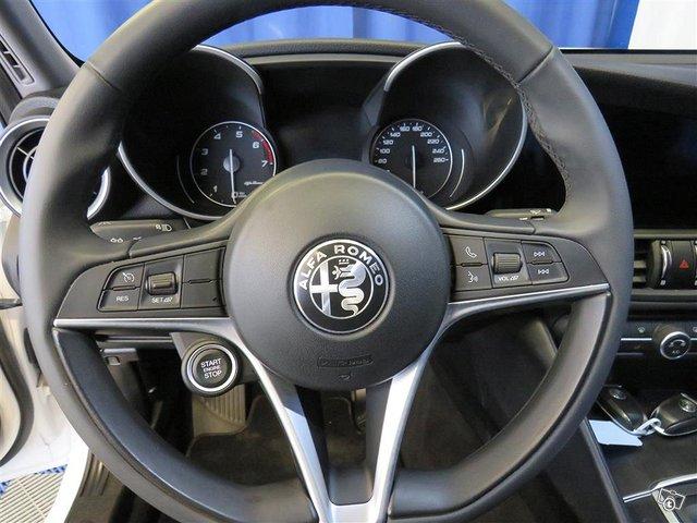 Alfa Romeo Giulia 10
