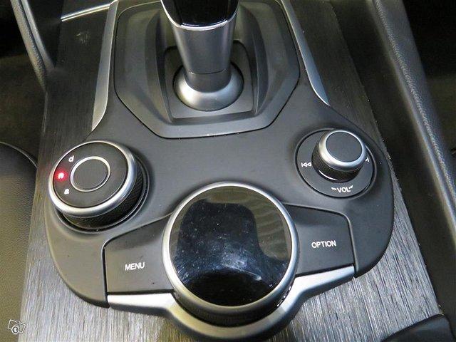 Alfa Romeo Giulia 14