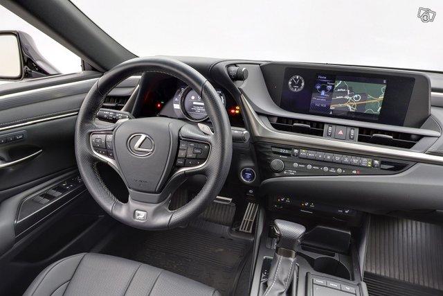 Lexus ES 10
