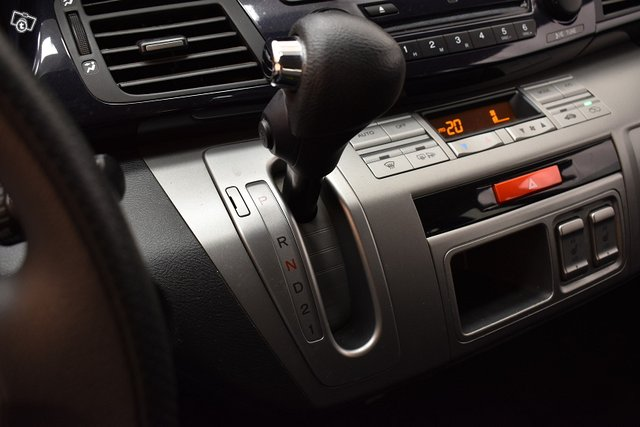 Honda FR-V 19