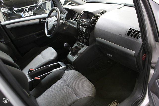 Opel Zafira 8