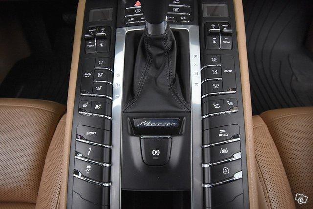 Porsche MACAN 14