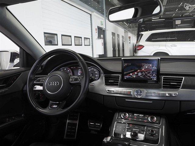 Audi S8 7