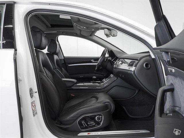 Audi S8 8