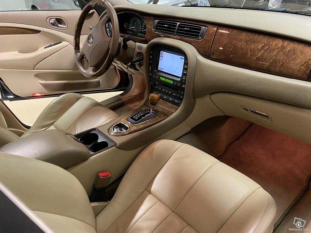 Jaguar S-Type 7