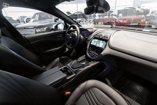 Aston Martin DBX 6