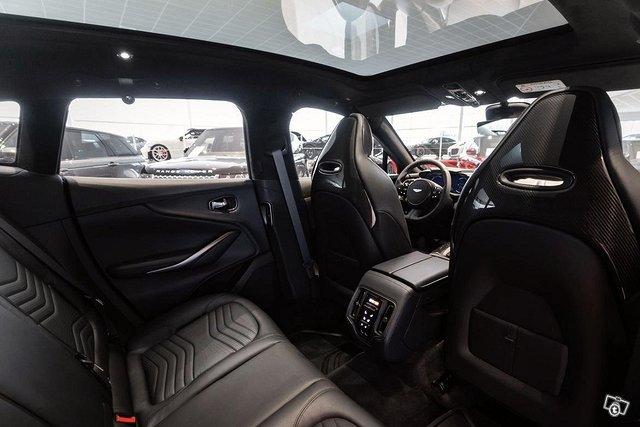 Aston Martin DBX 7