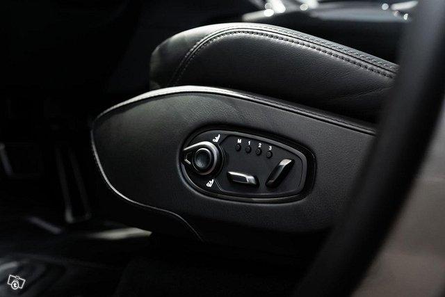 Aston Martin DBX 11