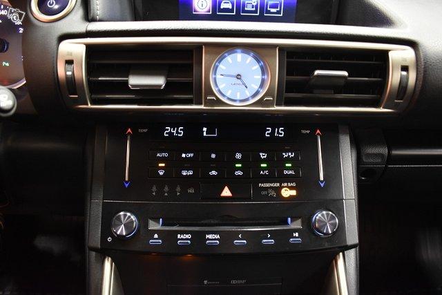 Lexus IS 20