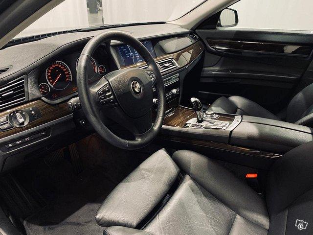 BMW 750 4
