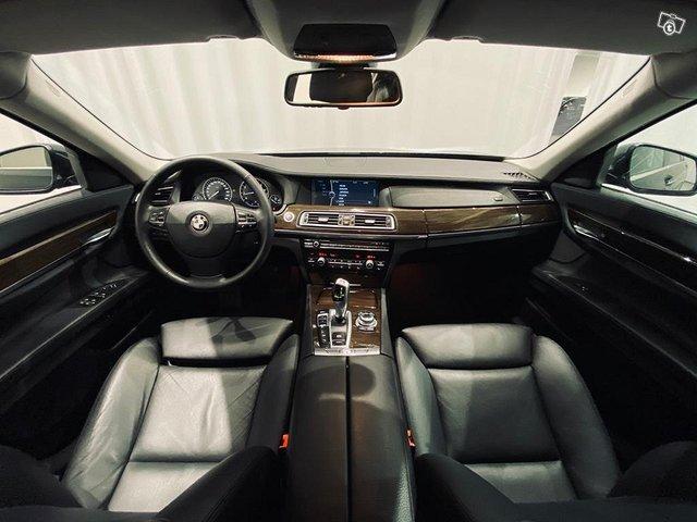 BMW 750 6