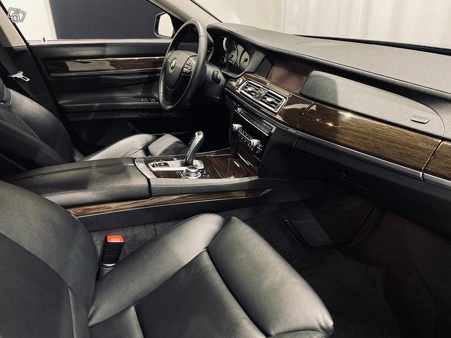 BMW 750 7