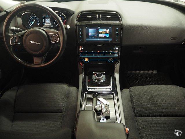Jaguar XE 9