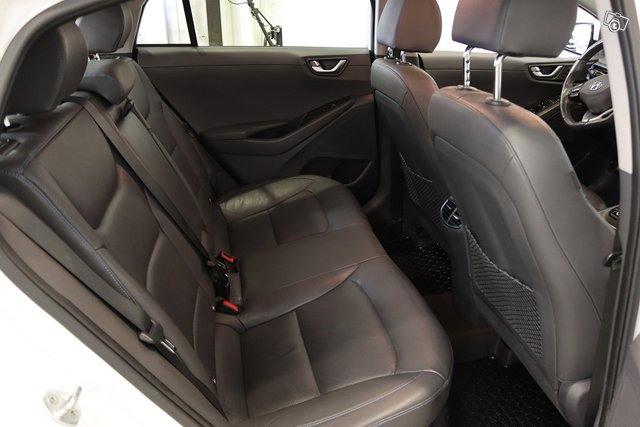 Hyundai IONIQ Plug-in 8