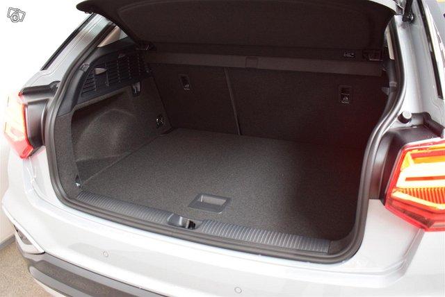 Audi Q2 10