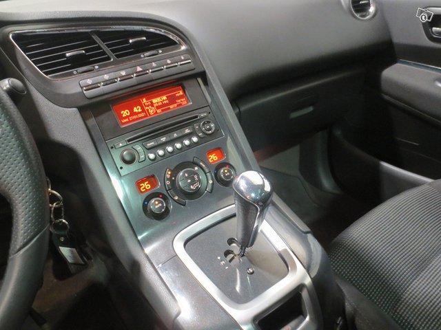 Peugeot 5008 8