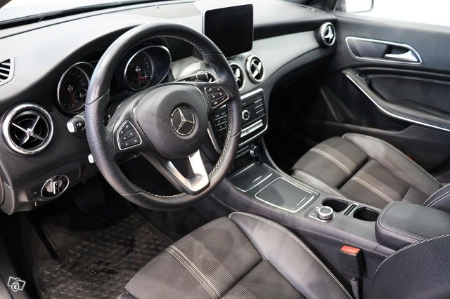 Mercedes-Benz CLA 9