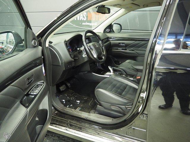 Mitsubishi Mitsubishi Outlander 7
