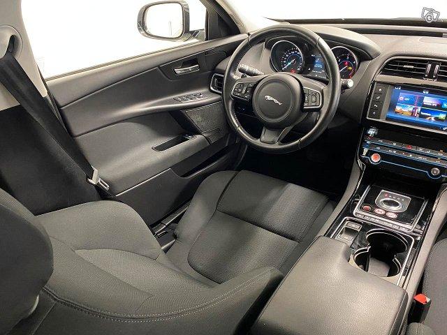 Jaguar XE 11