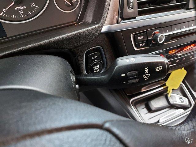 BMW 318 Gran Turismo 21