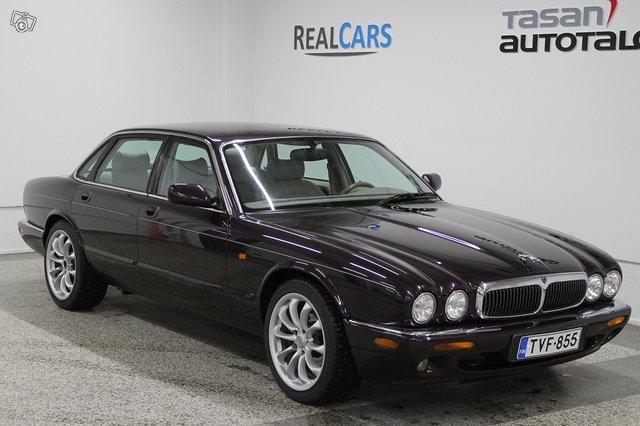 Jaguar XJ8 1