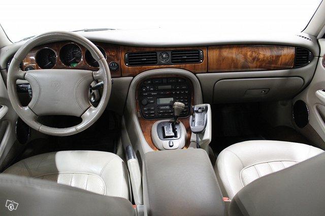 Jaguar XJ8 13