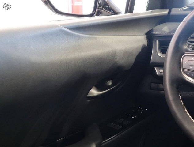 Lexus UX 19