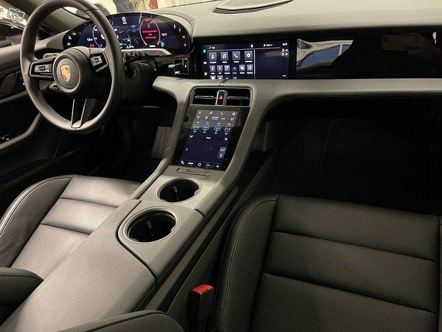 Porsche Taycan 4S 11