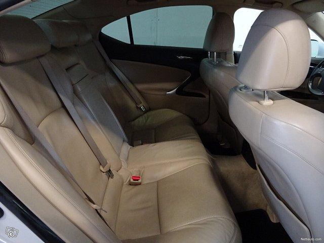 Lexus IS 11